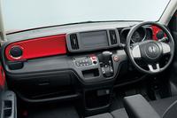 新たに設定された、ボディーカラーと同色のインテリアパネル。