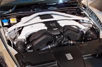 最新のV12エンジンは、従来モデル「ラピード」の477psに比べて81ps増しの558psを発生する。