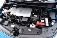 1.8リッター直4エンジンをモーターがアシストする「プリウスPHV」のハイブリッドユニット。JC08モードの燃費値は、グレードにより37.2km/リッターまたは30.8km/リッター。