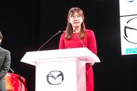 プレスカンファレンスではレーシングドライバーの井原慶子氏が登壇。井原氏は、女性にもっとモータースポーツの世界で活躍してほしいという目標を掲げるウィメン・イン・モータースポーツ活動のアンバサダーを務める。マツダは同活動をサポートしていく。