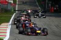 非力なルノー・ユニットで戦わざるを得ないレッドブルの2台は作戦で明暗が分かれた。早めにタイヤ交換に踏み切った予選8位のセバスチャン・ベッテル、一方でピットストップを遅らせた9番グリッドスタートのダニエル・リカルド。軍配はリカルドに上がり、残り5周でチームメイトから5位の座を奪った。(Photo=Red Bull Racing)