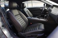 グレードごとの仕様も見直され、今回からV6モデルにも前席にシートヒーターが採用された。