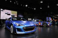 スバルブースのセンターに展示された「STIパフォーマンスコンセプト」と今季のSUPER GT、GT300クラス参戦予定の「BRZ GT300 2016」。