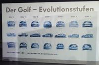 新型「ゴルフ」の発表会では、同モデルのヒストリーを感じさせる様々な展示が見られた。写真は歴代モデルのデザインスケッチ。