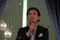 ショールームの総合プロデューサーであるMasaki Matsushima氏。ファッションだけでなく、メガネや香水、空間デザインなども手がける。