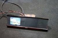 ミラーメディアにはモニターを内蔵。リアビューカメラやカーナビなどの画像を映すことができる。