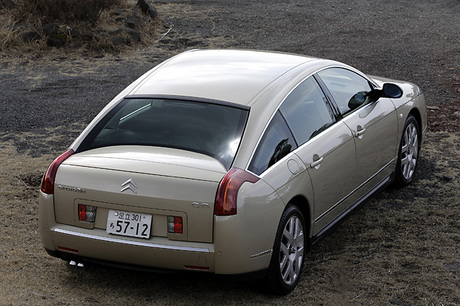 ……682.0万円総合評価……★★★★★2006-2007年インポートカーオブザイヤーを受賞した「シトロエンC6」。...