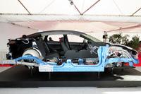 新型燃料電池車のカットモデル。FCスタックなどがエンジンルームにまとめられていることが分かる。