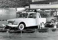 1962年の東京モーターショーに出展された試作4ドアセダン。フロントエンドの造形は後に登場したフルア・デザインの「マセラティクワトロポルテ」(初代)や「グラース1700」を思わせる。4ストローク4気筒700ccエンジンを横置きしたFFで、「フロンテ800」と直接の関連性はなかったらしい。