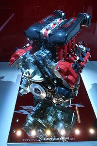 4.5リッターV8エンジンは一気に605psまで高められた。