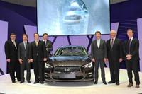 2013年のジュネーブショーで公開された「インフィニティQ50」。日産車として、1.2GPa級の高成形性超ハイテン材が初めて採用される。(写真=日産自動車)