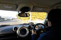 一路、アイシン・エィ・ダブリュの岡崎工場を目指す。「MINIクロスオーバー」は、高速での走行安定性にも優れ長距離でも疲労を感じることの少ない、グランドツーリングカーだった。(写真=峰昌宏)