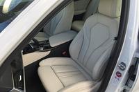 「BMW 540i xDrive Mスポーツ」のインテリア。
