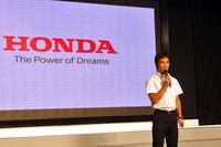 佐藤琢磨も登壇。インディカー・シリーズでの必勝を誓った。