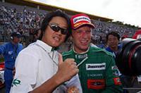 2位表彰台獲得を喜ぶロニー・クインタレッリ(右)と近藤真彦監督。