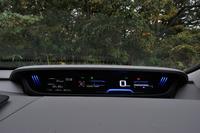 メーターはデジタル式で、マルチインフォメーションディスプレイの表示や、照明の色などを切り替えることができる。