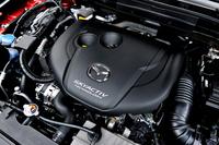 「CX-5」に搭載される2.2リッター直4ディーゼルターボエンジンは175psと42.8kgmを発生する。「Lパッケージ」の4WD仕様のJC08モード燃費は18.0km/リッター。