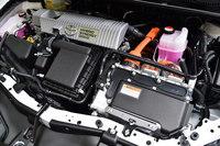 ハイブリッドシステムには3代目「プリウス」と同じものを採用。燃費はJC08モード計測で30.4km/リッターとなっている。