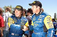 念願のPCWRCタイトルを最終戦で手に入れた新井敏弘(左)。