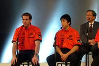 「日産GT-Rの参戦もあり競争は激しくなるだろうが、今年もタイトルを狙いたい」と、ラルフ・ファーマン(写真左)。右は、新たにチームメイトになる伊沢拓也。