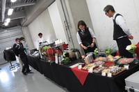 待合スペースではコーヒーやお菓子も供されており、いささか早めに到着した記者も、くつろいで受付開始を待つことができた。