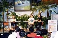 レーシングドライバーによるトークショーの画像
