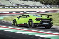 5.2リッターV10エンジンの最高出力は640psに達する。かつての「ガヤルド スーパーレッジェーラ」のような軽量化はもとより、空力や吸排気系も含めて進化を果たした「ペルフォルマンテ」は、「ランボルギーニ・ウラカン」の新たな一歩だ。(photo:Lamborghini)