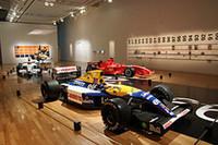 次のセクションには「ウィリアムズ・ルノーFW14B」「フェラーリF2005」「BARホンダ006」(カラーリングは2008年のホンダF1)、そして「ルノーR25」のカットモデルが。