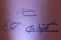「ブガッティ・シロン」のボディーサイドに取り入れられた「Cライン」は、エットーレ・ブガッティのサインをモチーフにデザインされたという。