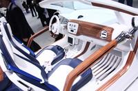 ウッドがふんだんに使われる、個性的な「up! azzurra sailing team」のインテリア。