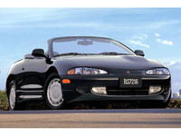 「三菱エクリプス」(1995年) 「ギャラン」をベースに開発されたスポーティカーで、北米で人気を博した。日本にも左ハンドル仕様のまま輸入されたが、現在は販売されていない。