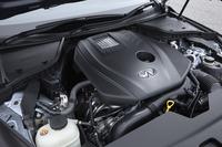 「スカイライン」としては「R32」世代以来の復活となる4気筒エンジン。基本的には「メルセデス・ベンツEクラス」や「Cクラス」に搭載されているものと共通で、211psの最高出力と35.7kgmの最大トルクを発生する。