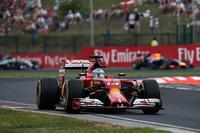 アロンソは雨とセーフティーカーを味方につけ予選5位から躍進し、今年最高位フィニッシュとなる2位表彰台。ライフの短いソフトタイヤでレースの半分近く、32周を走り切るというギャンブルを見事成功させた。昨年5月に母国スペインで挙げた勝利以来、ポディウムの頂点に立っていないダブルチャンピオンだが、シーズン前半戦に苦しんだフェラーリに弾みをつける結果をもたらした。(Photo=Ferrari)