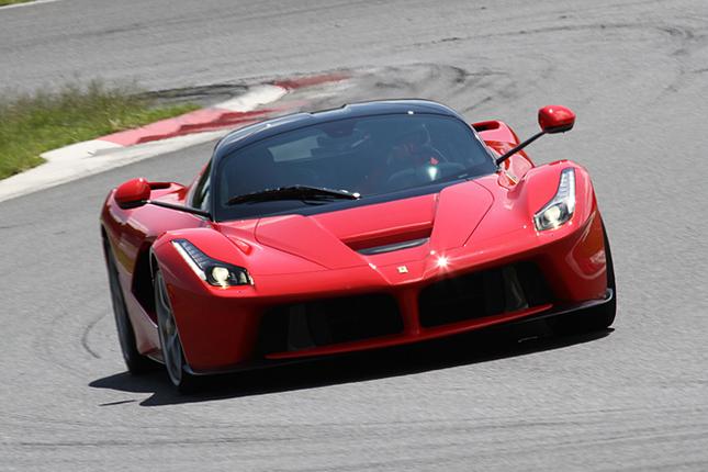 歴代のスペシャルマシンが走るプログラム「スーパーカー・ドライブ」で、本邦におけるサーキット・デビューを飾ったフェラーリ史上最速のロードカーである「ラ・フェラーリ」。
