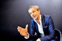 BMWグループのデザイン本部長、エイドリアン・ファン・ホーイドンク氏。