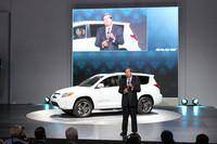 トヨタは、EV専業ベンチャーのテスラと「RAV4 EV」を共同開発し出展した。