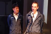 """マシンのステアリングを握るのは、昨年と同じ2人。""""ルマン・ウィナー""""荒 聖治選手(左)とBMWワークスの一員であるヨルグ・ミューラー選手。"""