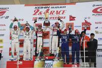 GT500クラス表彰式。写真左から、2位のNo.36 PETRONAS TOM'S SC430(脇阪寿一/A・ロッテラー)、優勝したNo.38 ZENT CERUMO SC430(立川祐路/R・ライアン)、そして3位のNo.12 IMPUL カルソニック GT-R(松田次生/S・フィリップ)。