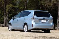 トヨタの新型ハイブリッド「プリウスα」発売の画像