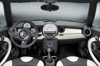 「MINI」の「グリーン・パーク」装着車のインテリア。
