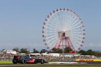 2011年に鈴鹿を制したジェンソン・バトン。シーズン当初の絶不調からコンスタントに得点できるようになったマクラーレンを駆り、10番グリッドから9位でフィニッシュした。日本GP特別仕様のヘルメットにはスモウレスラーのイラストが。(Photo=McLaren)