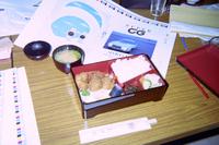 1990年代前半、印刷会社にて。『SUPER CG』の校正で遅くなったときは、近所のとんかつ屋さん「おそめ」が出前する弁当が、定番の夕食だった。