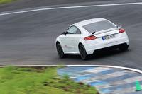 スタビリティーが非常に高く、ブレーキもしっかりと利く。400psのパワーに気後れすることなくアクセルを踏んでいける。
