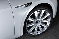 ホイールサイズは19インチが標準。テスト車にはオプションの21インチホイール(43万6700円)が装着されていた。タイヤサイズは275/35ZR21。