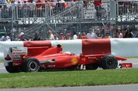 トルコで8位と精彩を欠いたフェラーリとアロンソ(写真)。予選で4位、決勝でもトップを争うほど復活してきたが、2回も前車を抜くタイミングを誤りハミルトンとバトンにかわされてしまった。チャンピオンシップではハミルトン、バトン、ウェバーに次ぐ4位。いっぽうこの週末前にフェラーリとの契約を延長した僚友フェリッペ・マッサは予選7位からスタートで他車と接触し、最後はミハエル・シューマッハーと当たりピットに駆け込んで15位完走。この際ピットレーンスピード違反で20秒加算されているが順位変動はなし。(写真=Ferrari)