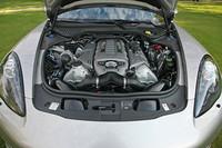 「パナメーラターボ」より50psアップした4.8リッターV8ターボエンジン。欧州NEDCモードによる燃費は8.7km/リッターで、パナメーラターボと同値である。