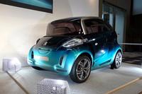 全長2.5mのコンパクトなボディに大人4人が乗車できるという、プジョーの電気自動車「BB1」。