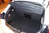 荷室の容量は350リッター。リアシートを倒すことで、最大1045リッターにまで拡大できる。