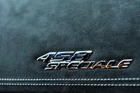 「458スペチアーレ」は「360チャレンジ ストラダーレ」や「430スクーデリア」の後継となるV8フェラーリベースのスペシャルモデル。ちなみにフェラーリは「スペチアーレ」(英語の「スペシャル」に相当)の名称を1960年代の後半に、ショーモデルにしばしば使ったが、量産車ではあまり例がない。
