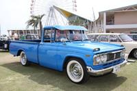 1961年から79年まで20年近くにわたって作られた小型ボンネットトラックである「トヨタ・スタウト」のほぼ最終型。ローダウンされ、派手なカラーリングやクロームメッキで装っている。もともとアメリカンなデザインなので、こうした西海岸風のカスタマイズもよく似合う。